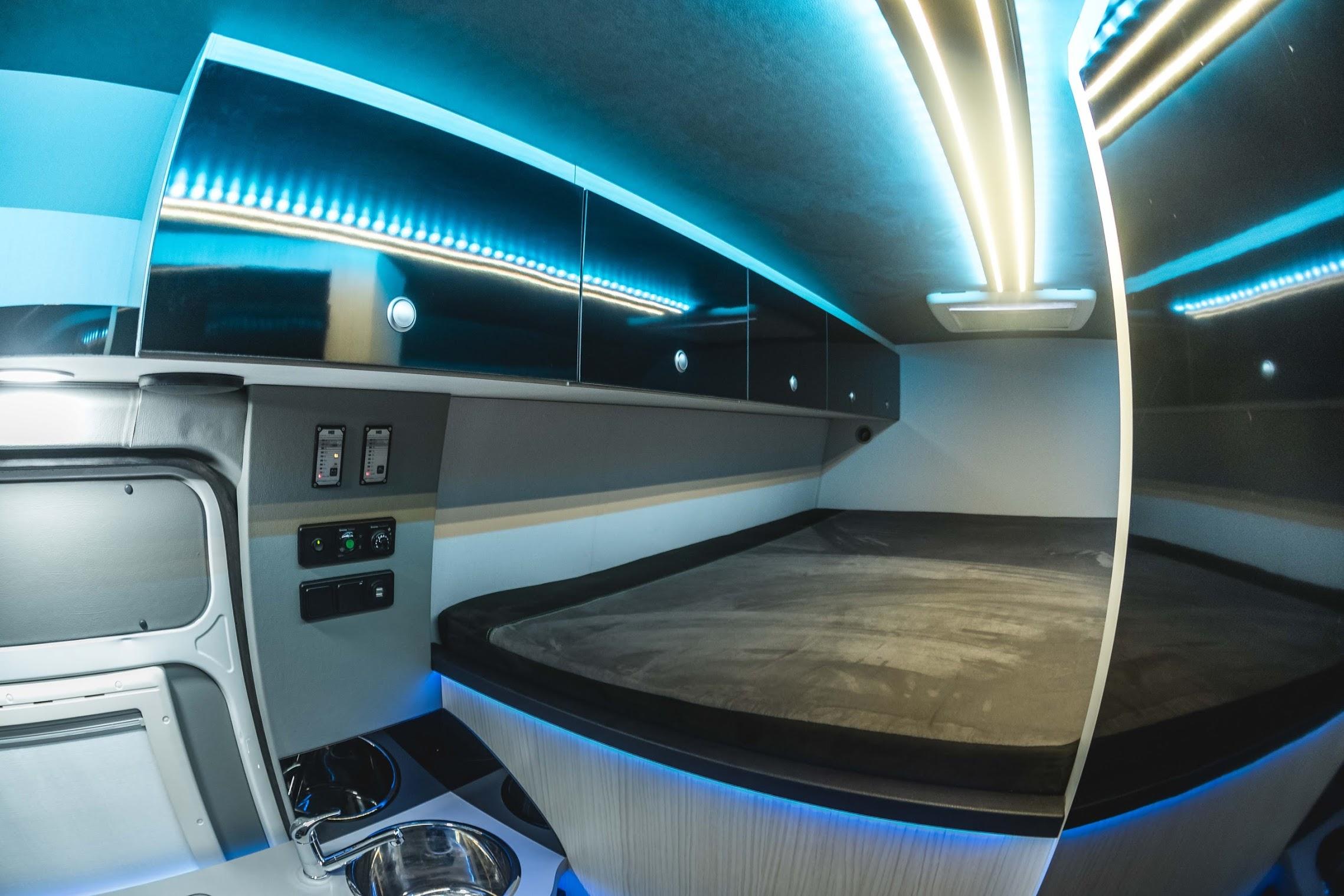 Mercedes Van Camper >> VR-Motorhomes.de Renntransporter Kastenwagen mit der ...