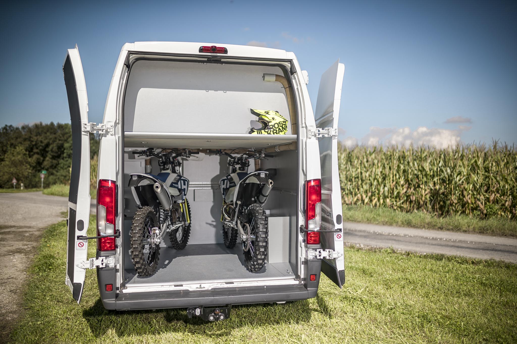 kastenwagen renntransporter umbau ausbau van vr motorhomes. Black Bedroom Furniture Sets. Home Design Ideas