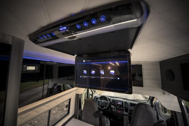 Deckenmonitor Roofscreen großer Bildschirm an der Decke, DVD, USB, Satellit, Heimkino feeling durch surround Musik
