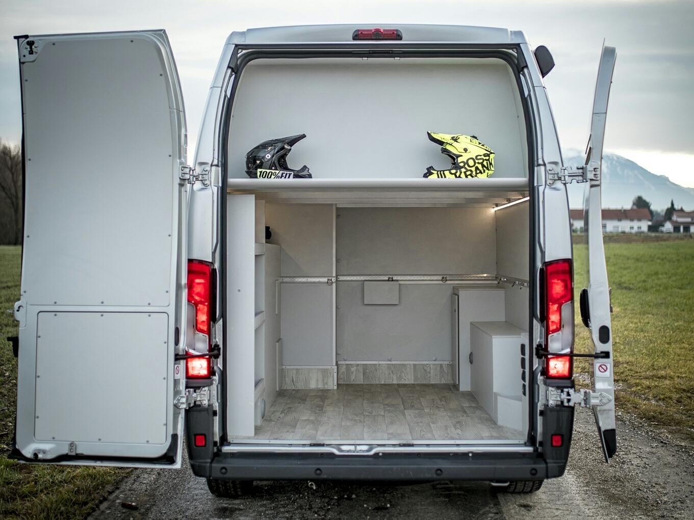 vrm als b rofahrzeug firmenfahrzeug renntransporter vr motorhomes. Black Bedroom Furniture Sets. Home Design Ideas