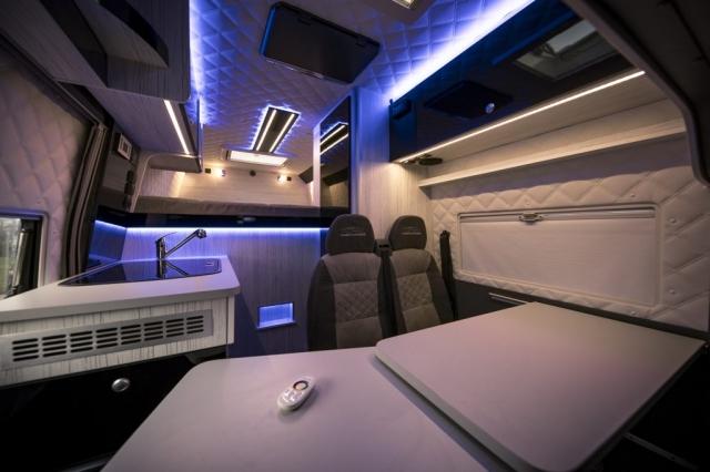 wohnmobil interior luxus privatjet ambiente beleuchtung led knaus dethleffs hymer vr motorhomes
