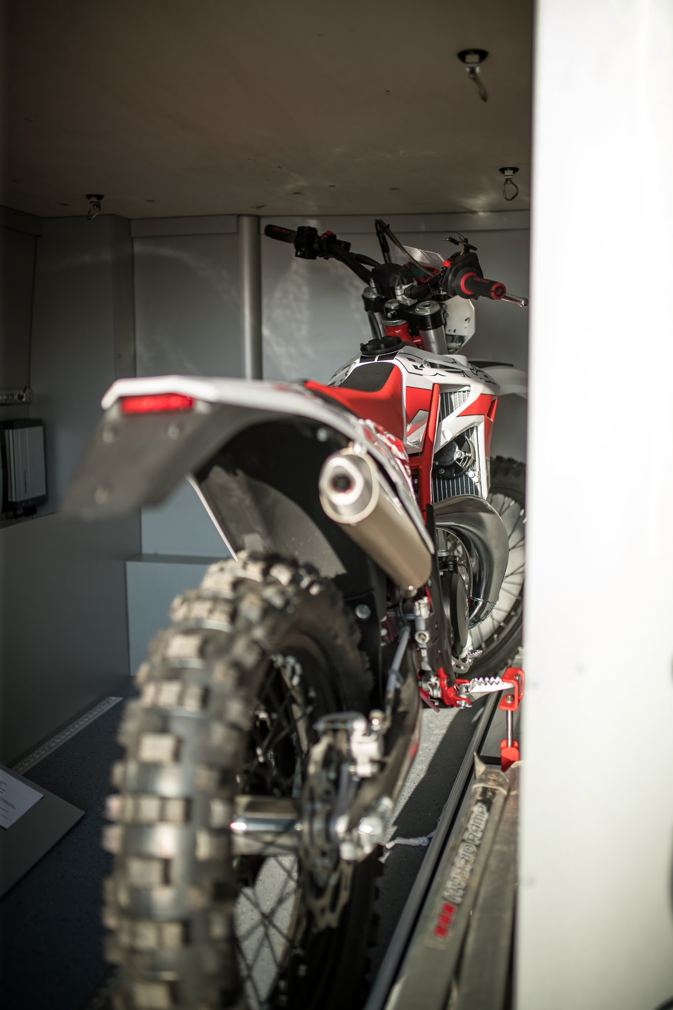 riessige garage camper motorradgarage im heck vom wohnmobil vrm vr-motorhomes