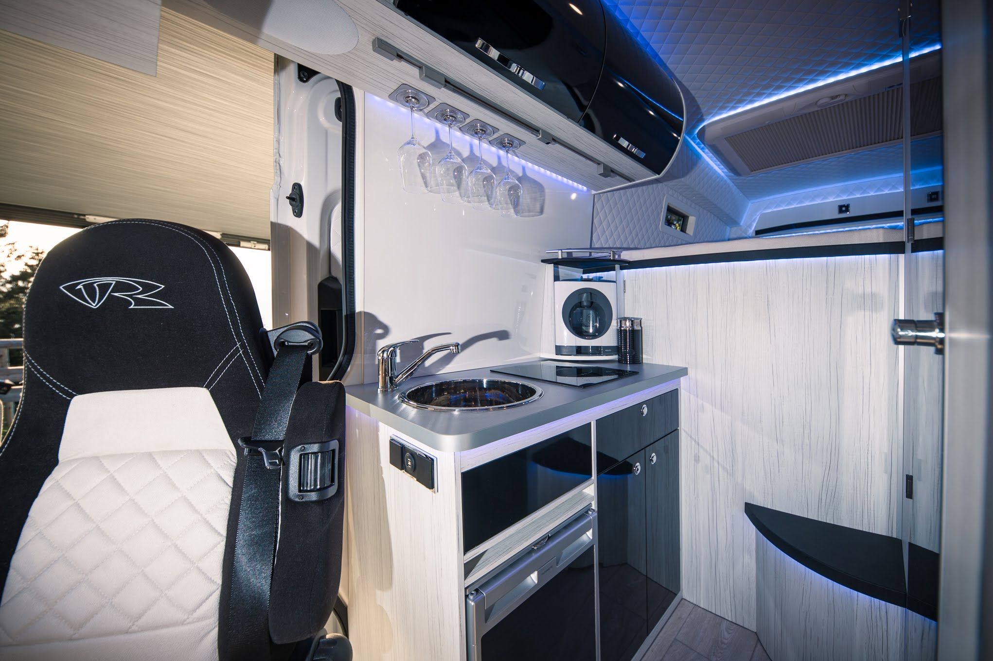 vr crafter wohnmobil new crafter vw crafter schoene luxus kueche motorhomes kitchen vr-motorhomes design