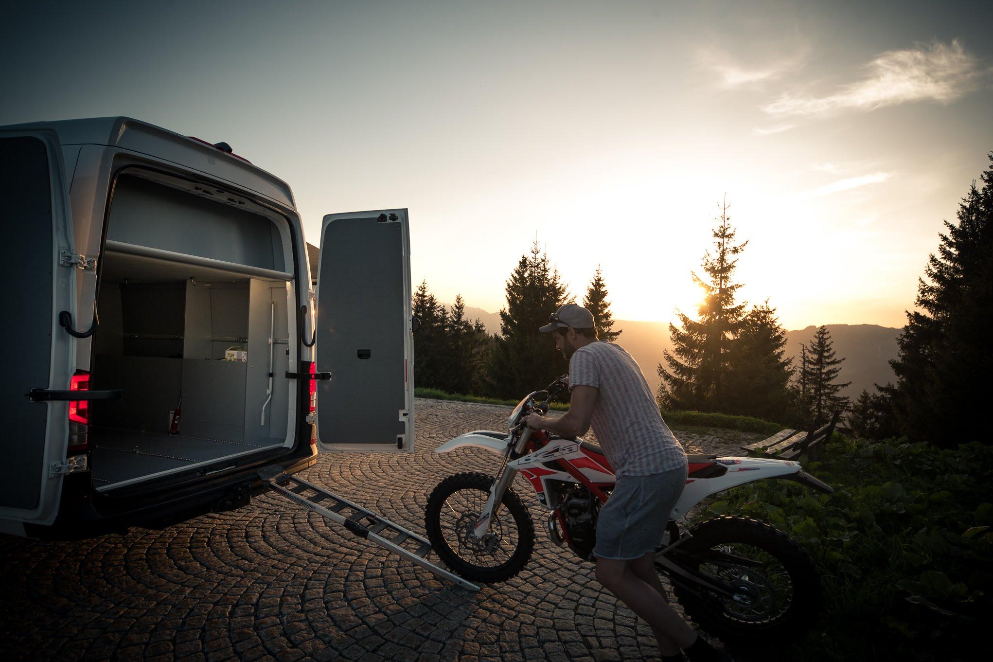vr-motorhomes groesste garage 3 motorraeder roller scooter bmw ktm gs adventure