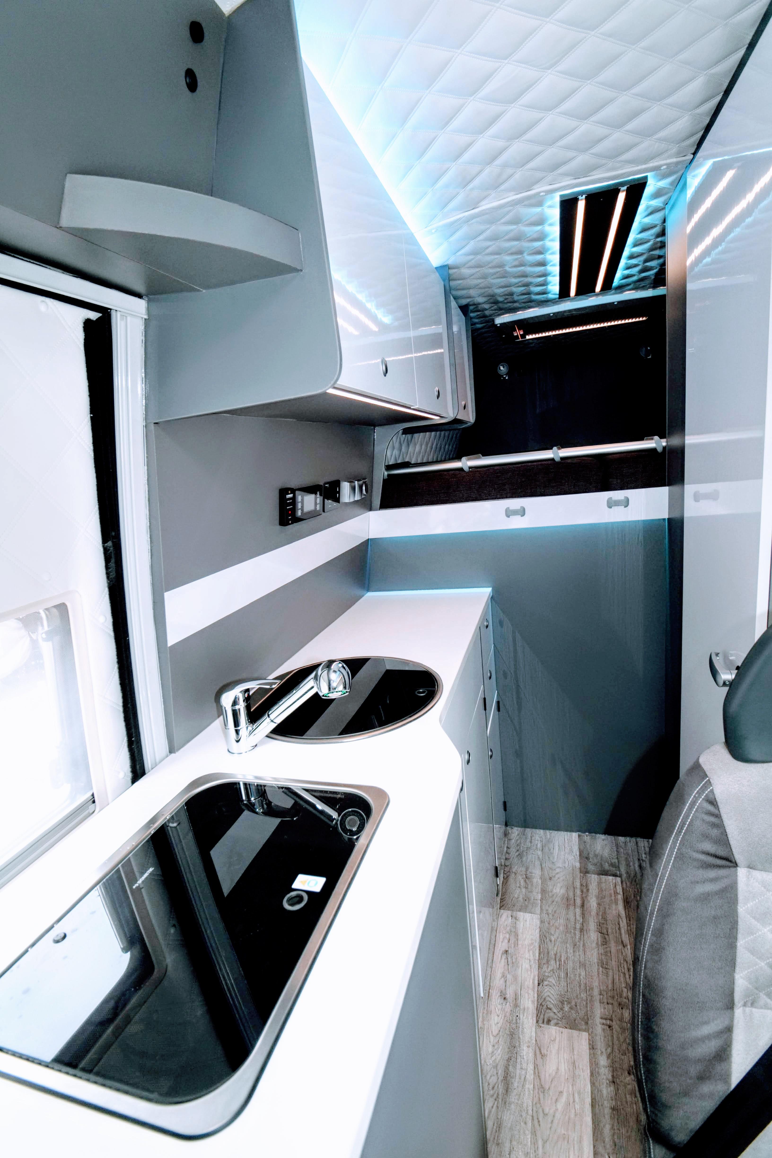 vw crafter vw crafter renntransporter auf leichtbau. Black Bedroom Furniture Sets. Home Design Ideas