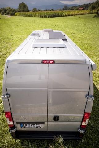 heckansicht kastenwagen wohnmobil renntransporter racecamper von VR solar fiat ducato citroen jumper