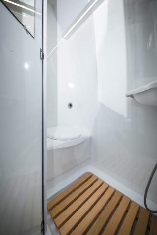 VR camper Dusche WC thedford dometic elekt spuele von kassettenauszug im nutzfahrzeug kastenwagen transporter