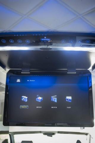 ampire tv 18 zoll deckenmonitor im camper wohnmobil VR Valentin Rehrl design