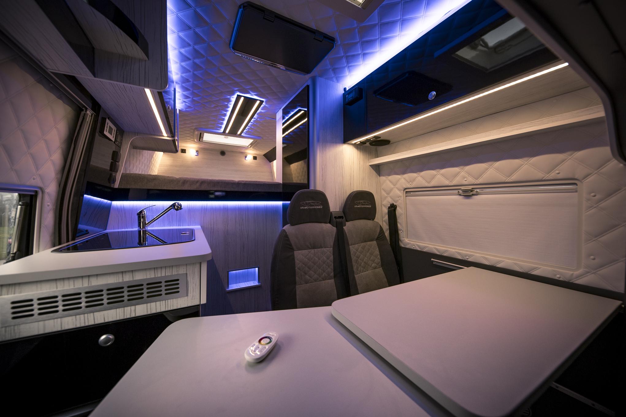 VRM als Bürofahrzeug & Firmenfahrzeug Renntransporter VR
