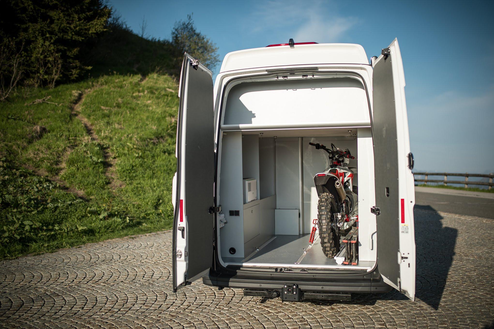 heckgarage kastenwagen wohnmobil california xxl new vw crafter vr-motorhomes