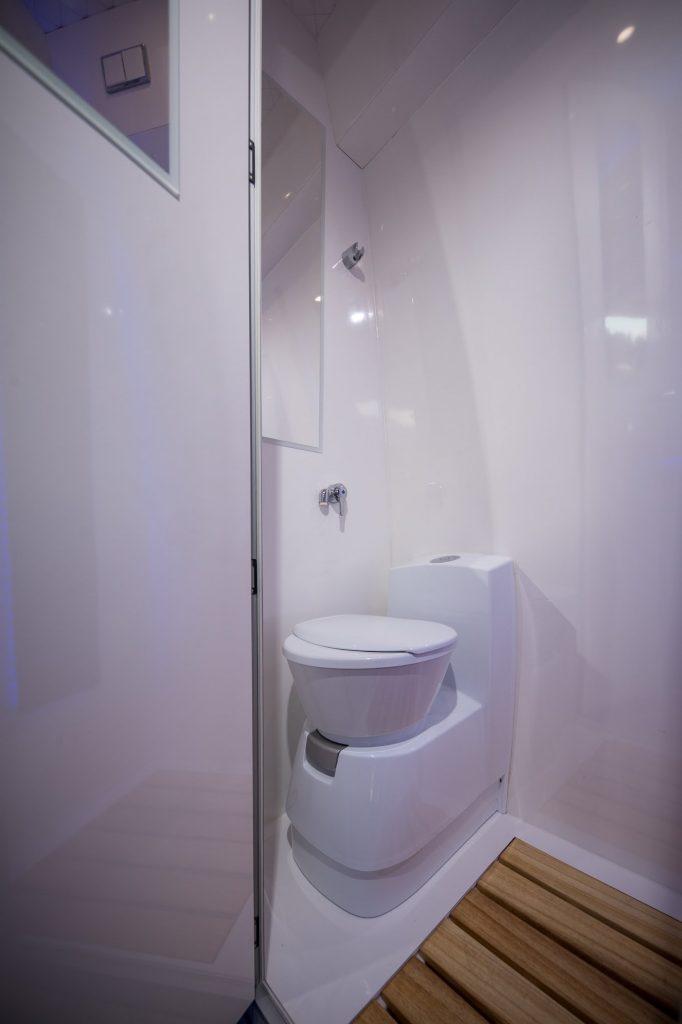 schoenste dusche im wohnmobil wc im camper vr-motorhomes