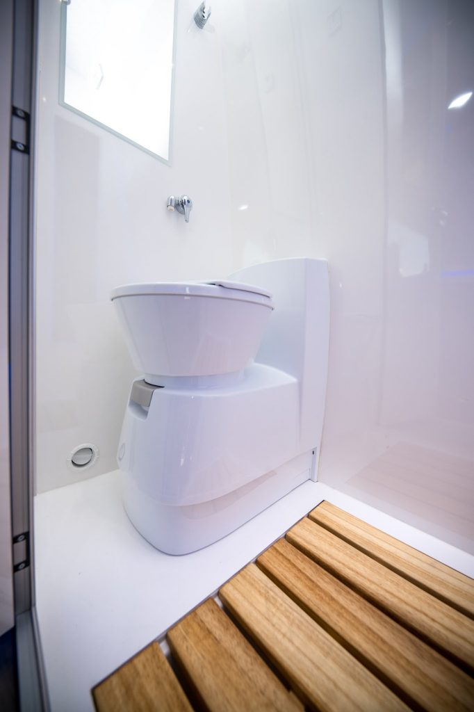 vw crafter vr motorhomes fussheizung im bad toilette shower