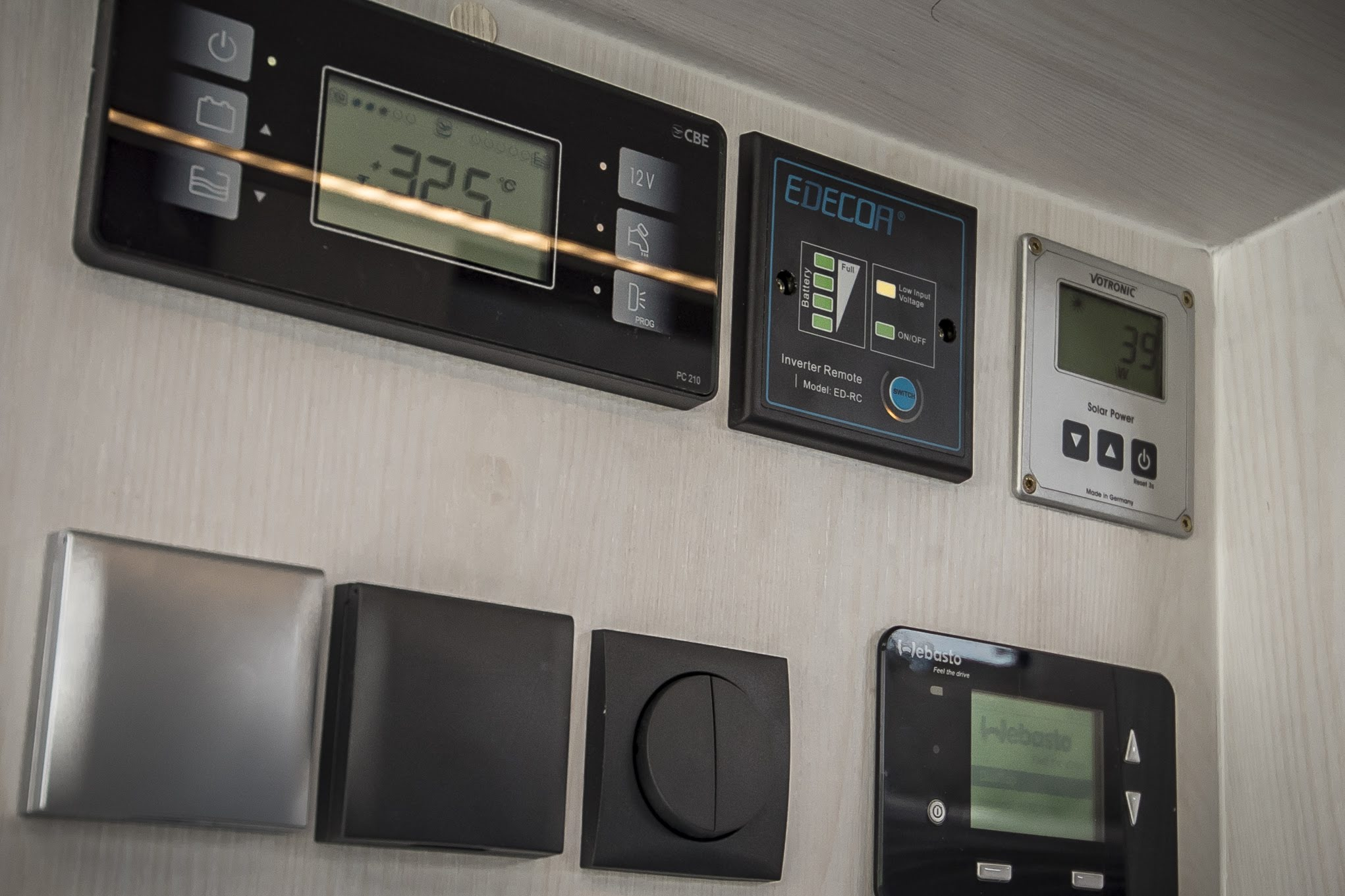 VR motorhome mainpanel hauptschalter camping webasto dual top evo 8 CBE Votronic solar wechselrichter 220v schalter