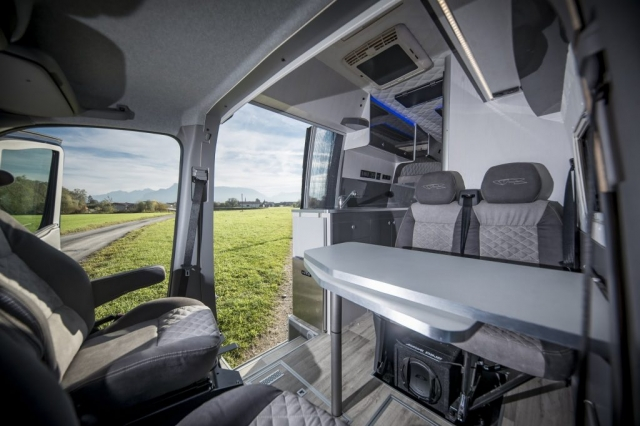 VR interior design camper architekt wohnmobil kastenwagen luxus sportscraft sitze isri aguti alpine 903 Androit luxus Moskitonetz flynet remis care sprinter L4h3 Alpine subwoofer musik grey gloss