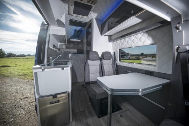 VR interior design camper architekt wohnmobil kastenwagen luxus sportscraft sitze isri aguti alpine 903 Androit focal boxen led licht sparsam dachklima dometic truma