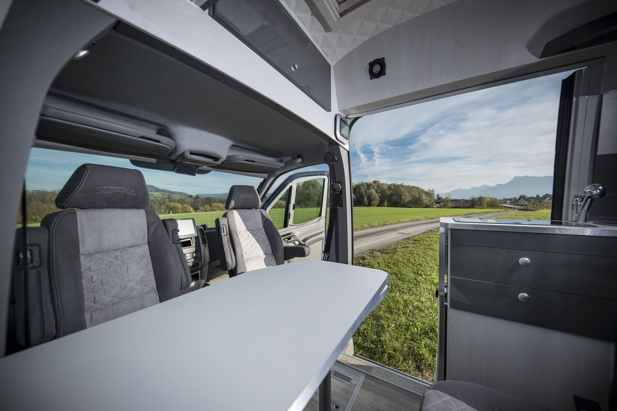VR interior design camper architekt wohnmobil kastenwagen luxus sportscraft sitze isri aguti alpine 903 Androit focal boxen