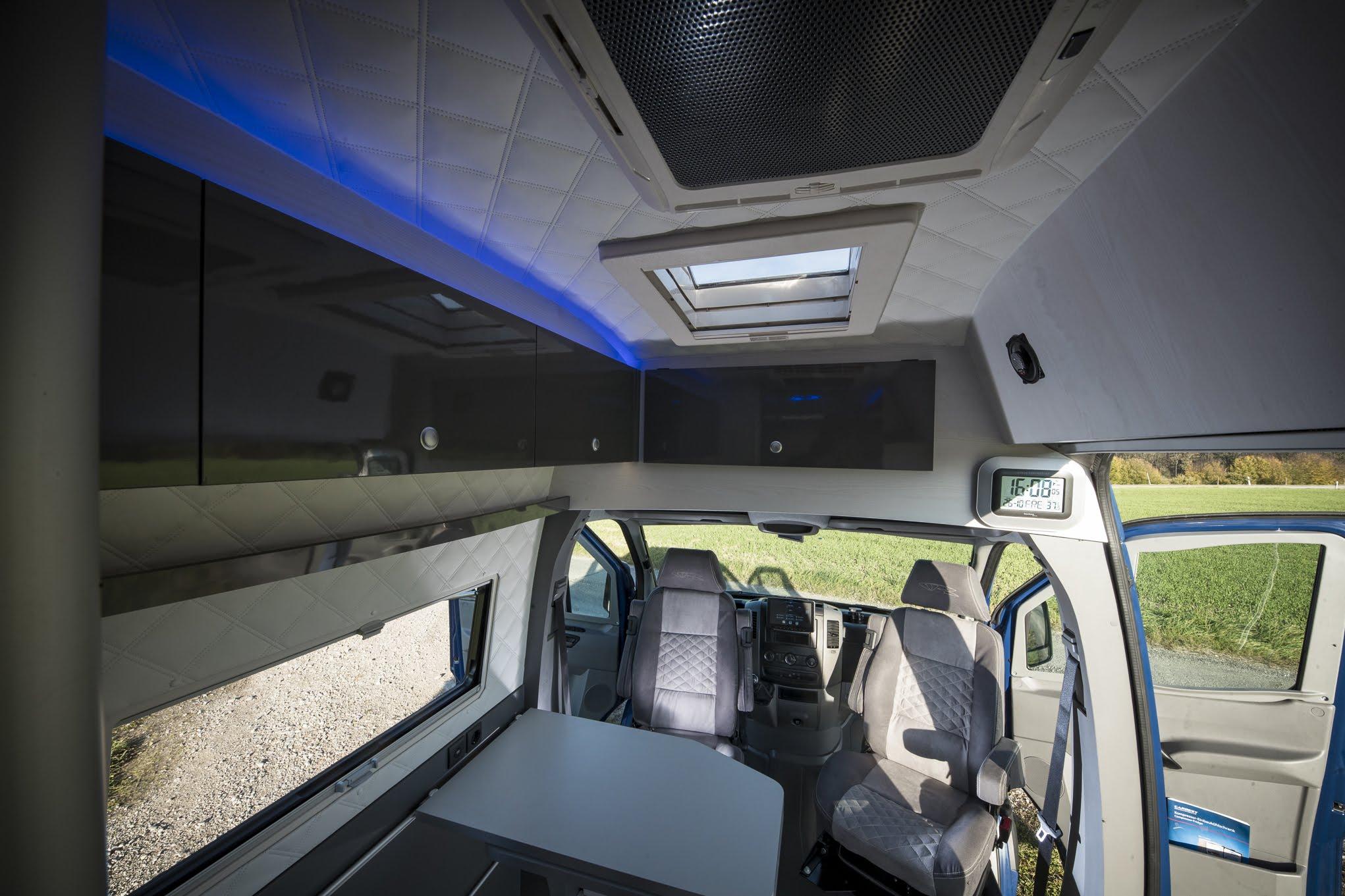 VR camper kastenwagen nutzfahrzeug mehrzweckfahrzeug buerofahrzeug wohnmobil womo uhr sitze abgesteppt VR