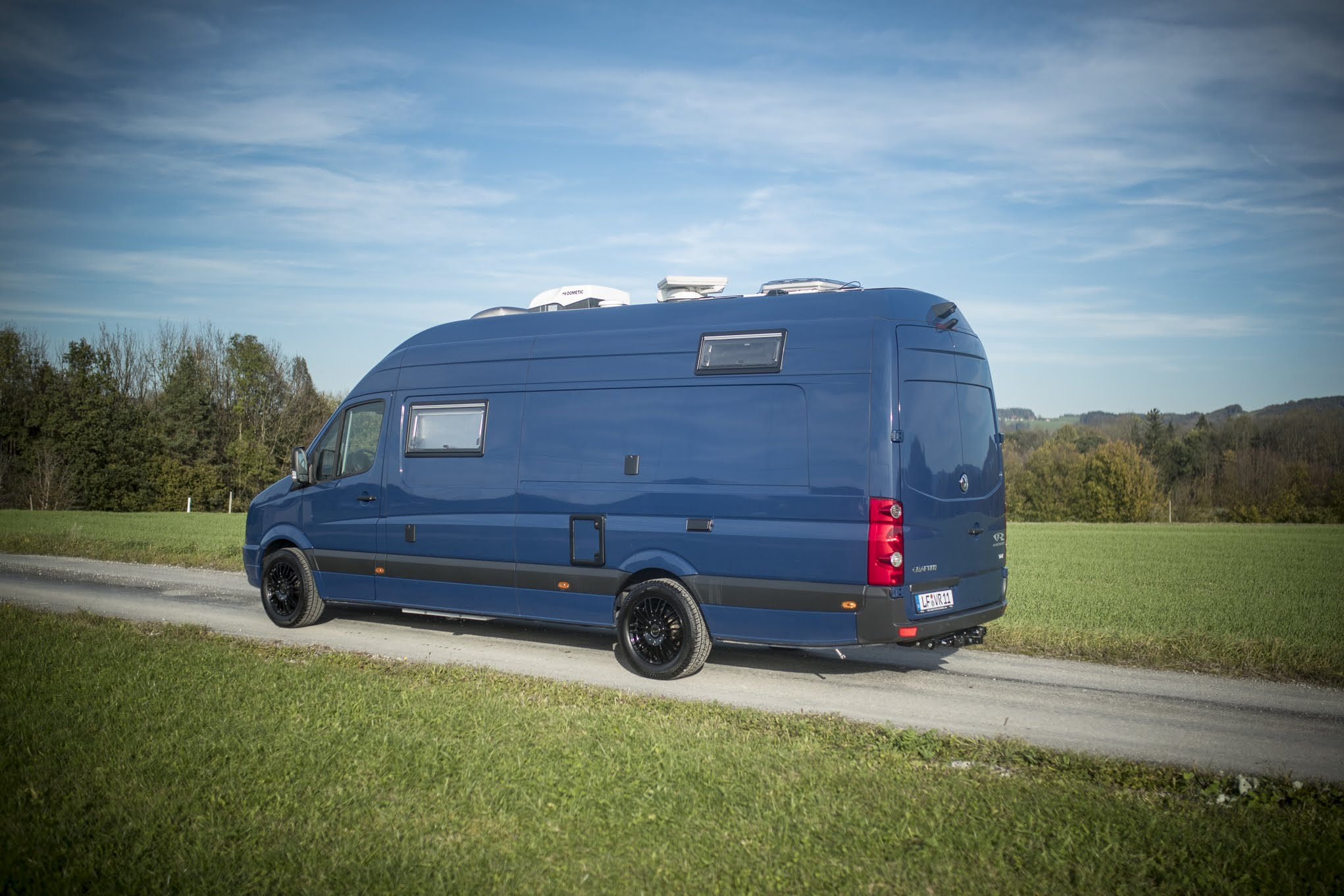 VR kastenwagen camper renntransporter racecamper luxus edition blueedition crafter VW daimler sprinter
