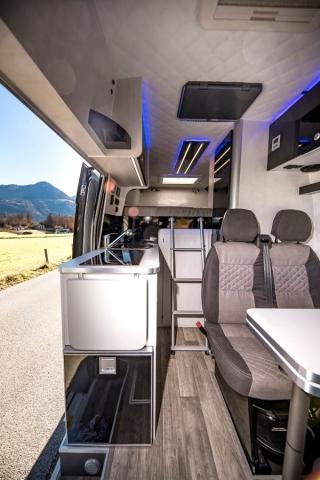 ambiente design luxus camping mehr ausstattung bequemeres Reisen nutzfahrzeug vw crafter mercedes sprinter vw california campsta campster poessl