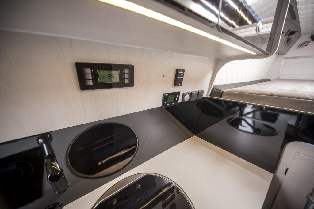 Mercedes Sprinter Racecamper Küche
