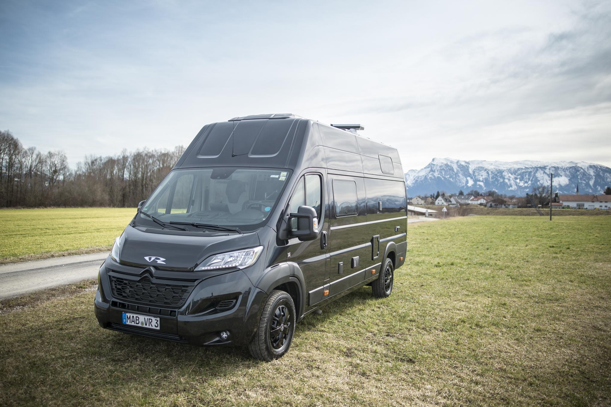 VR racevan van crafter  sprinter wohmobil motorradgarage heckgarage  VR46 race van kastenwagen nutzfahrzeuge