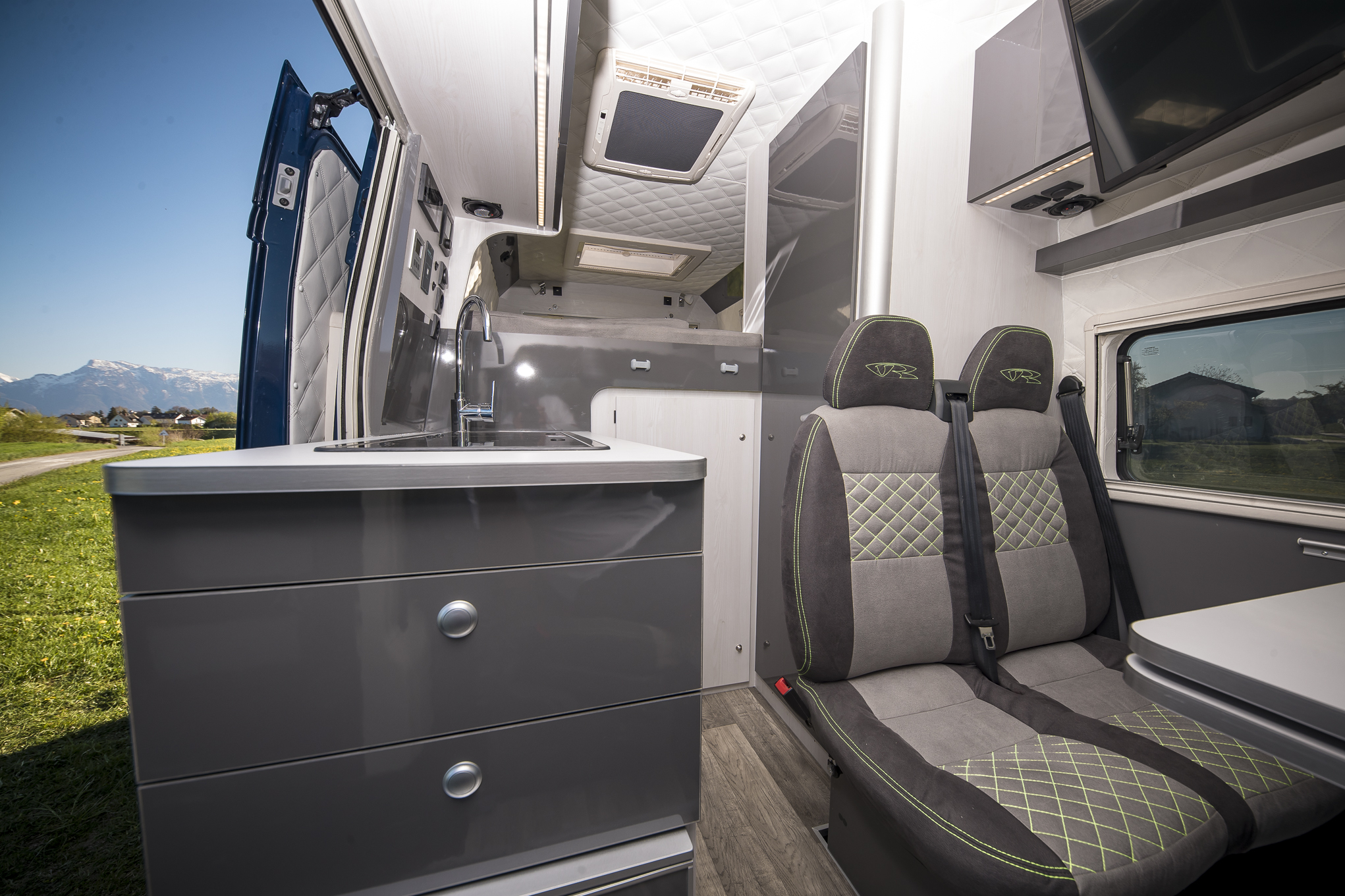 vrm vr motorhomes interior luxus camper grey green limited edition seits s7 fenster s4 dometic