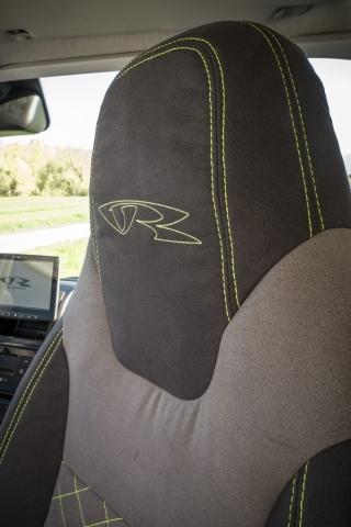 camper stühle sitze seat isri aguti camper TV 32zoll soundsystem dolby surround sound musik camper interior kastenwagen transporter luxus wohnmobil