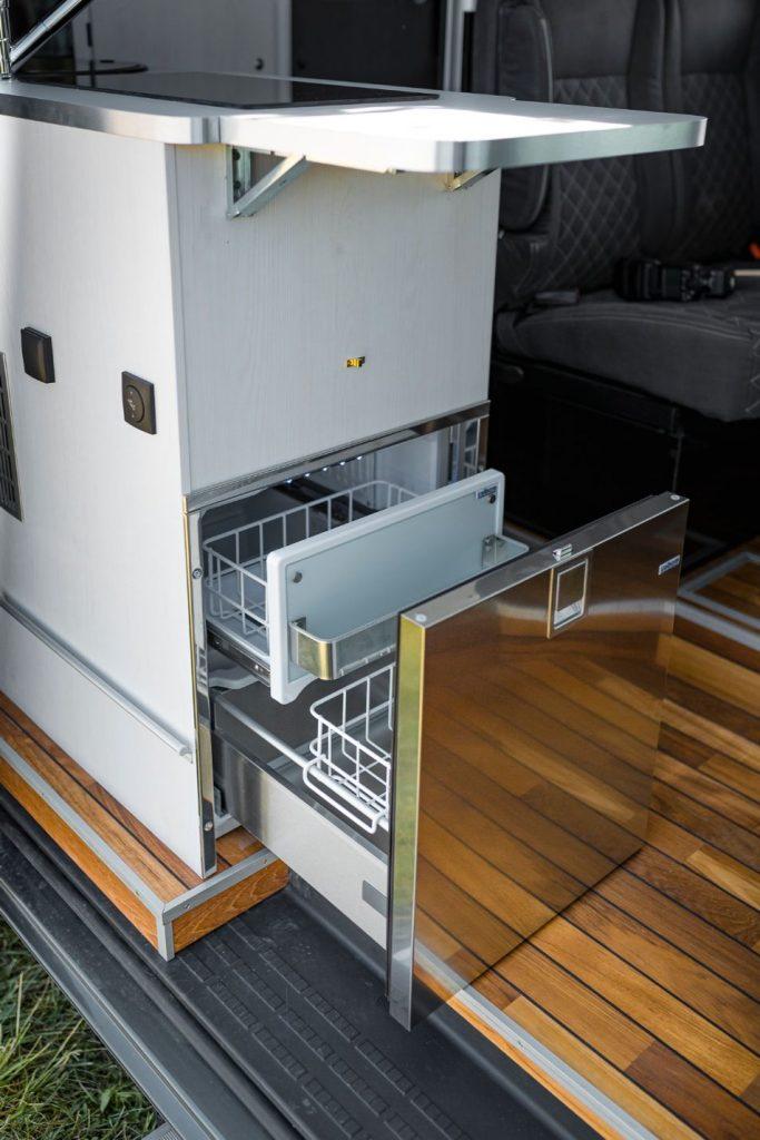 MAN TGE Allrad Wohnwagen Kühlschrank