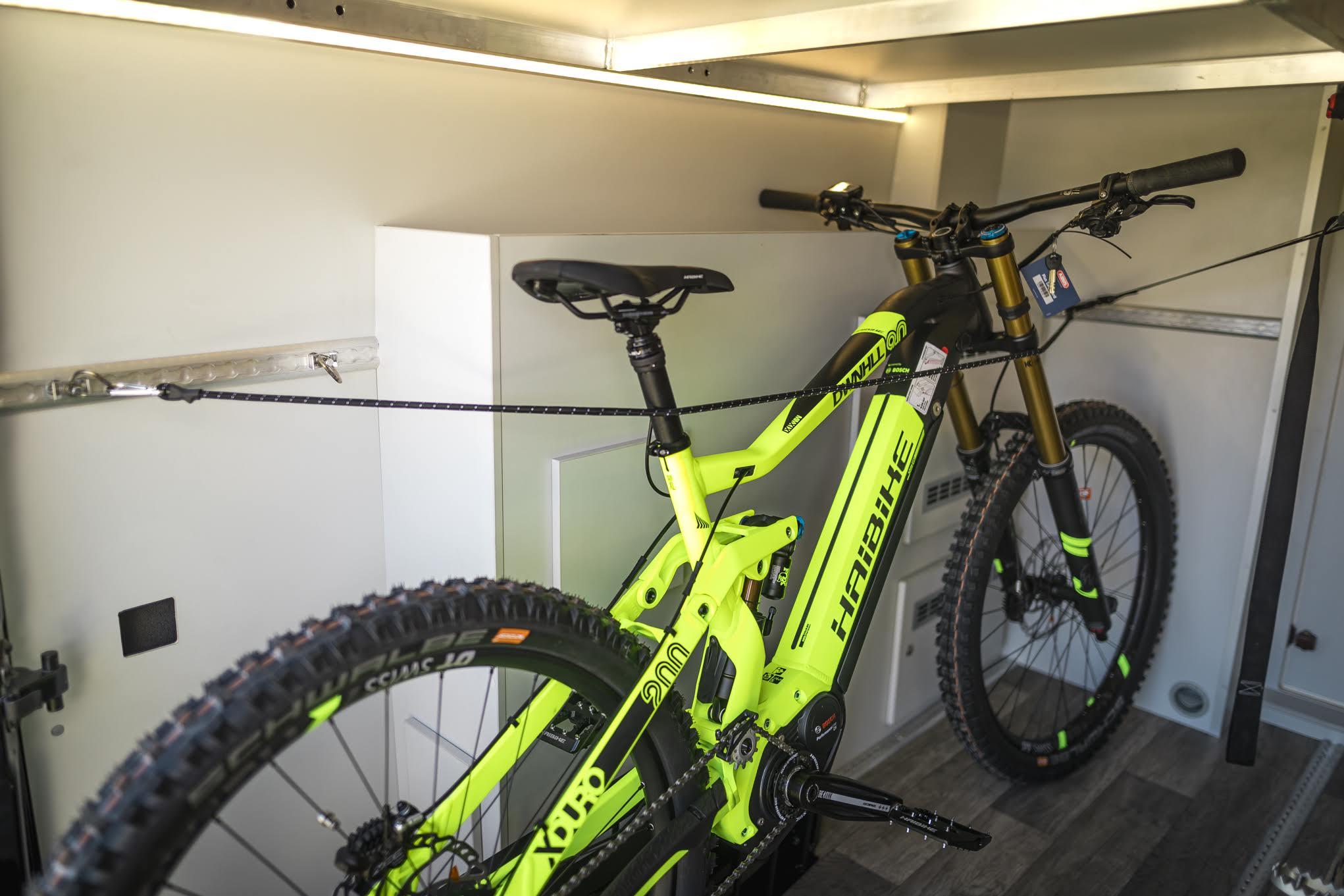 VW Crafter Compact E-Bike Garage