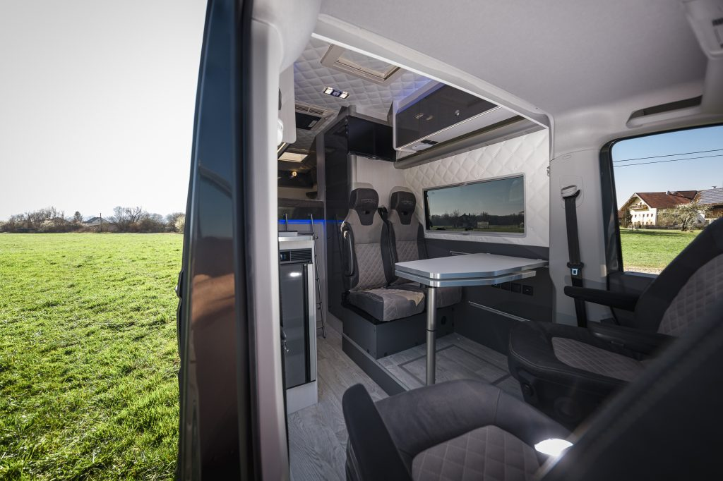 MAN camper in der Wiese luxus camping vr design camper
