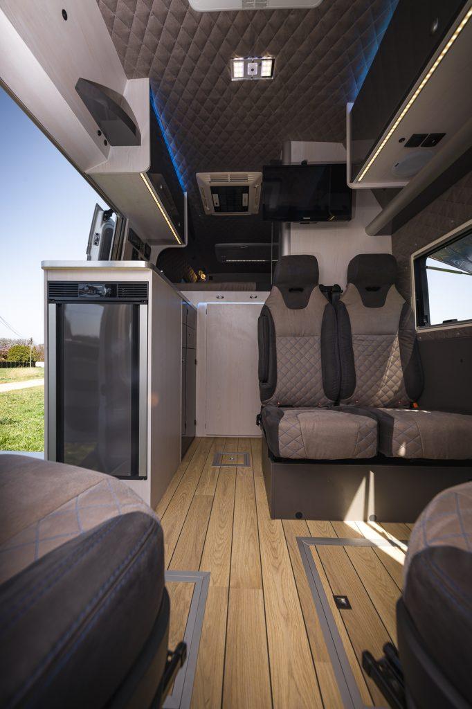 yachtboden echtholzboden im camper luxus haptik