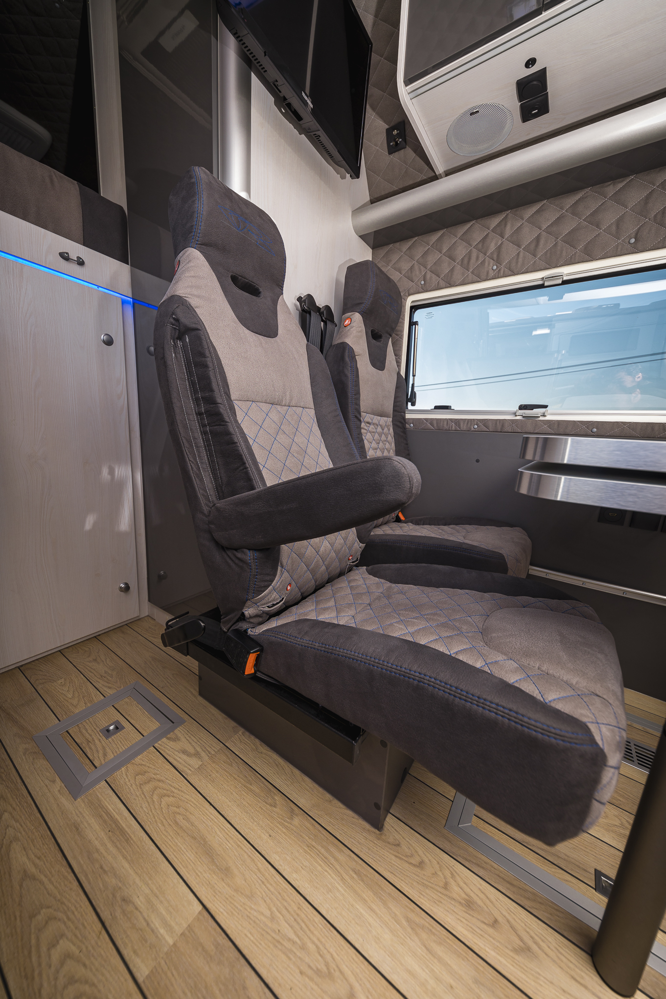 slideout sitzbank vr camper van racevan motorhomes doppelsitz luxus business