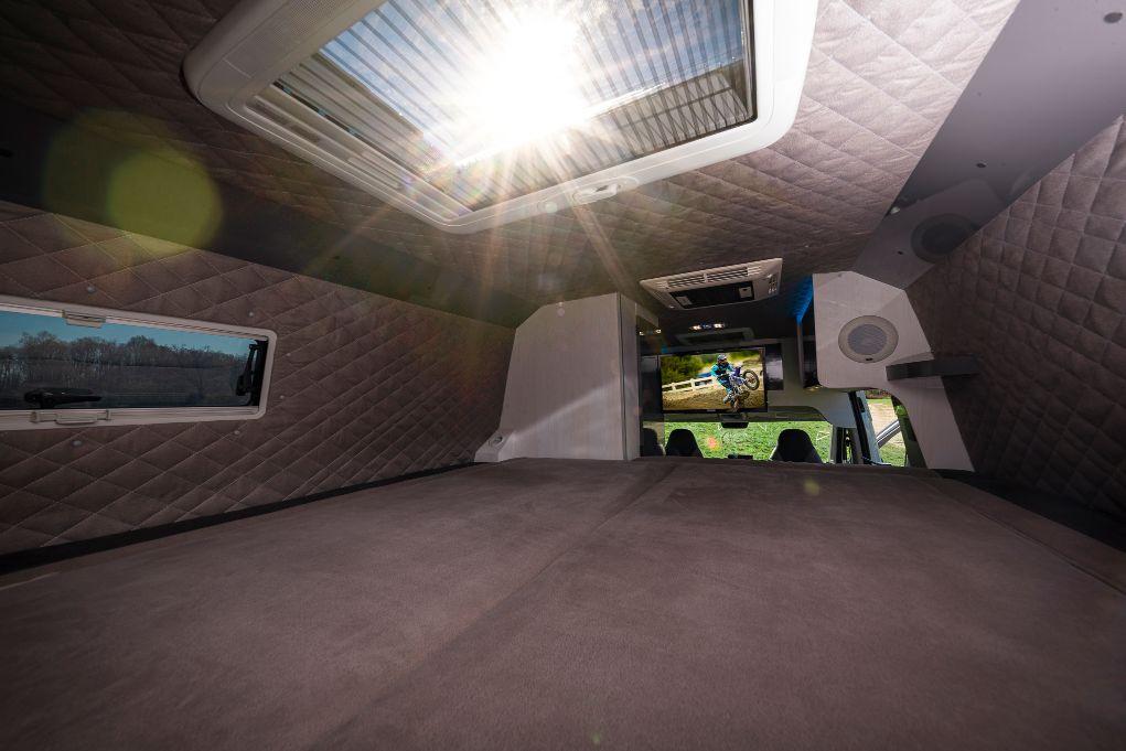 Wohnmobil mit klappbaren Doppelbett