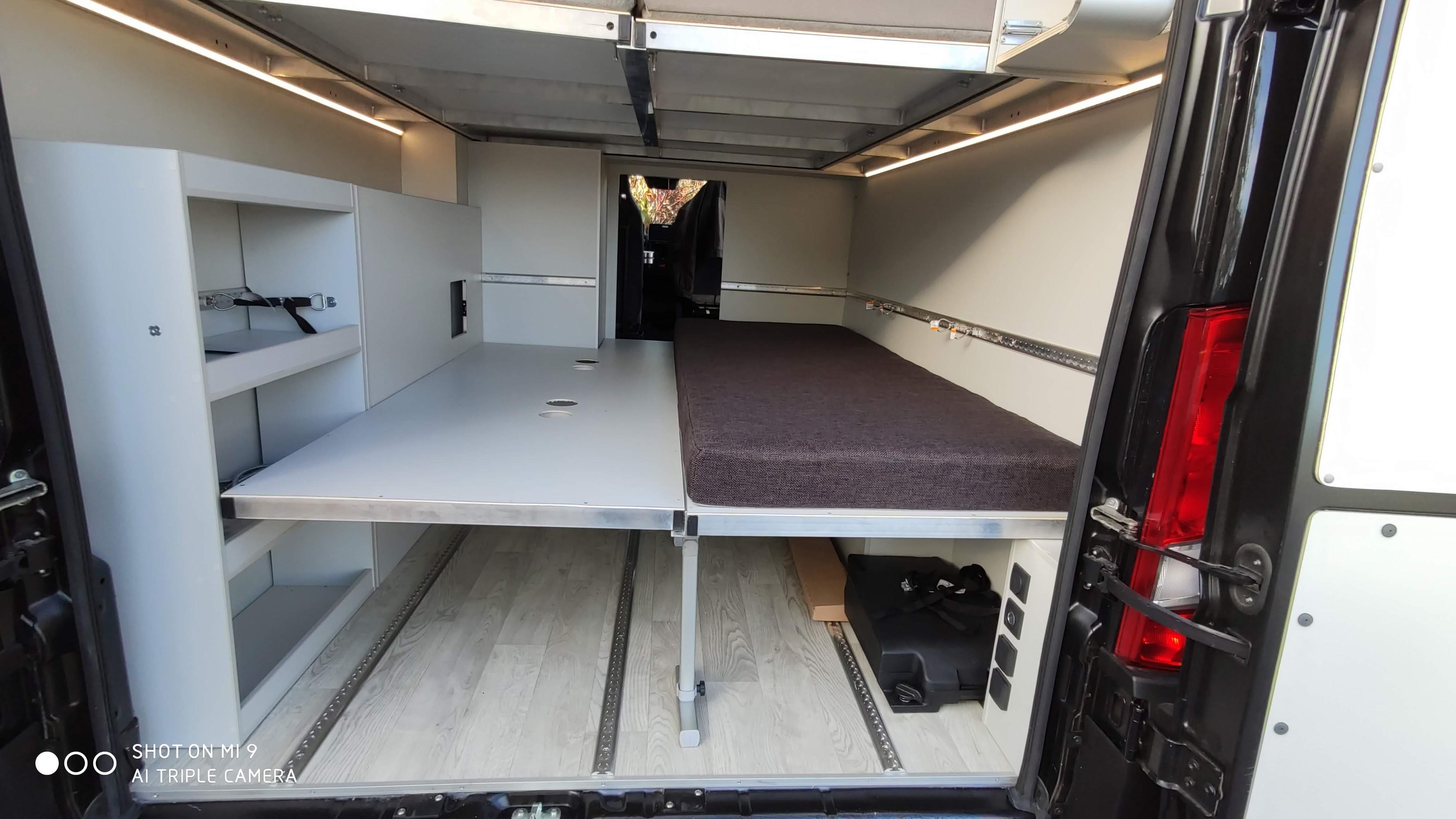 zweiteiliges Garagenbett für ihre Bedürfnisse entweder eins oder zwei mitnehmen viel Platz VR Vans