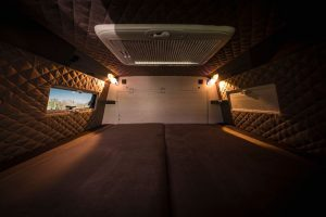 Wohnmobil mit geräumigen Doppelbett