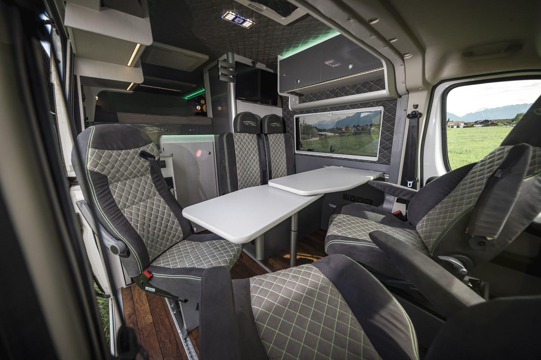 Fünf-Sitzer Racevan