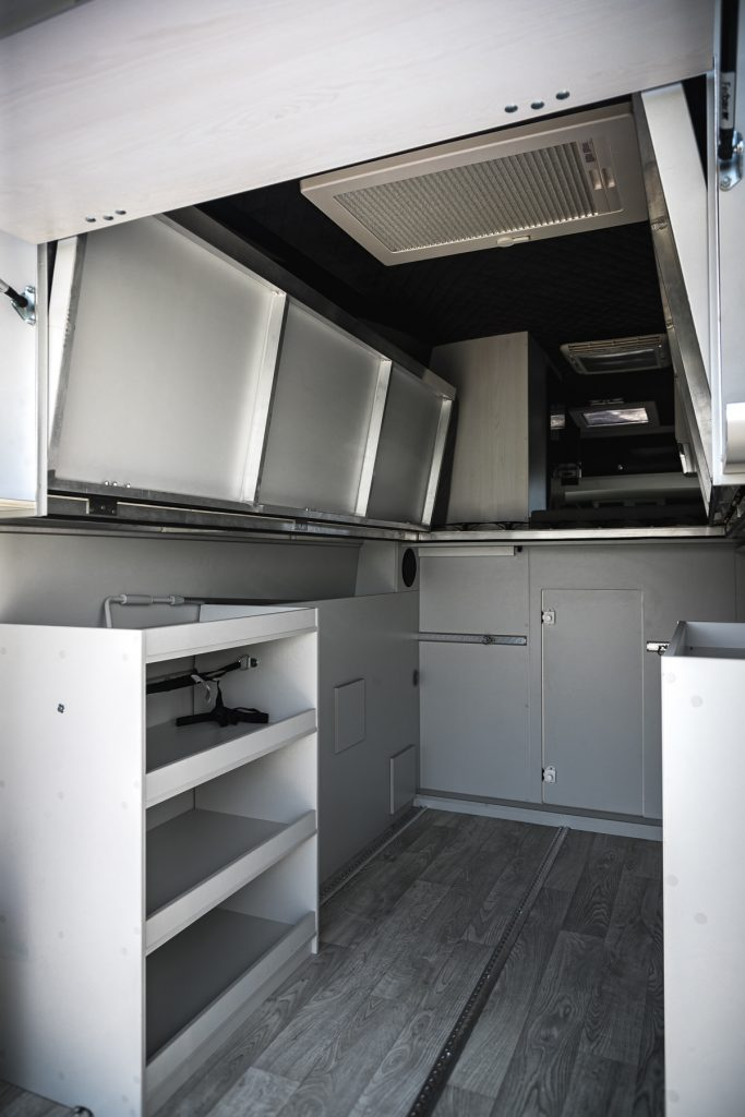 MAN Lang – Garagenstaufächer links Midi Heki Wassertank - VR Motorhomes 2022