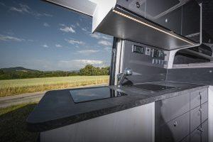 MAN TGE - Küche Induktion Steinplatte Kontrollpanel - VR-Motorhomes 2022