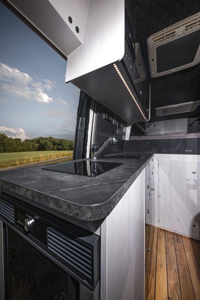 MAN Lang – Küche Induktionsherd Spülbecken Garagentür Kühlschrank -VR Motorhome 2022
