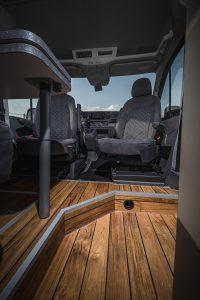 MAN TGE – drehbare Pilotensitze Holzboden 2 - VR Motorhome 2022