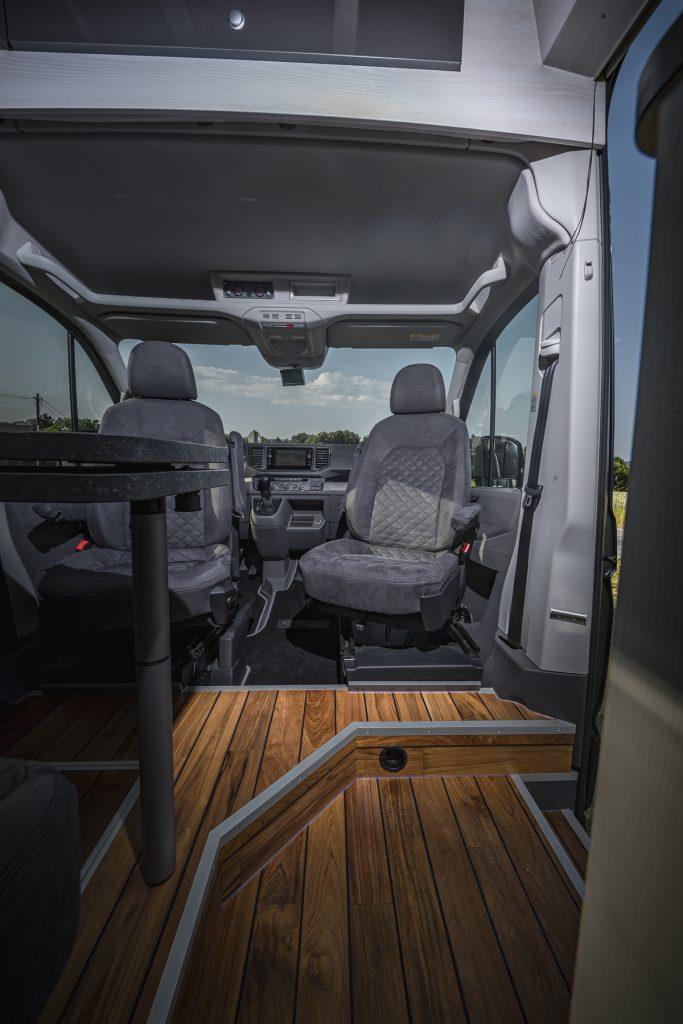 MAN – Pilotensitze drehbar Holzboden - VR Motorhome 2022