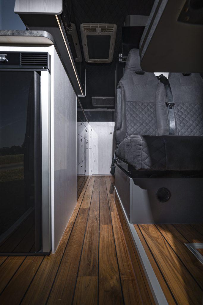 MAN TGE – Echtholz Boden Luxus Sitzbank Kühlschrank Klima - VR Motorhome 2022