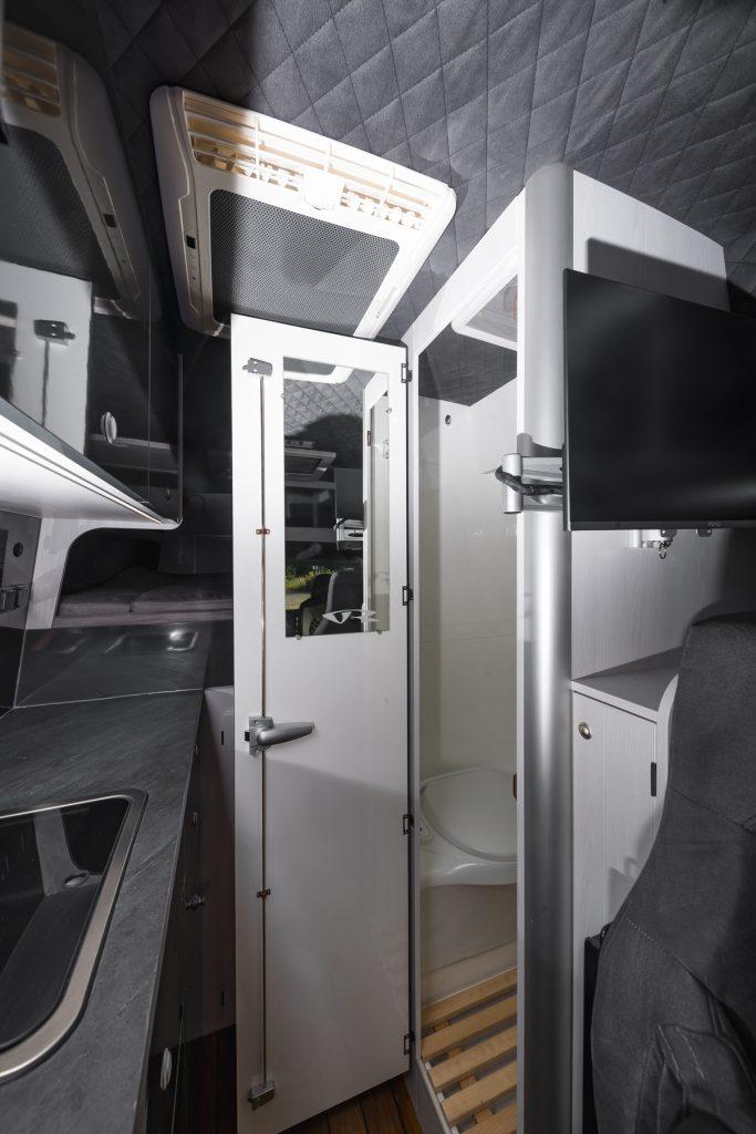 MAN TGE - Küche Dusche WC Fernseher - Echtstein Arbeitsplatte Klimaanlage Jackenfach VR-Motorhomes 2022