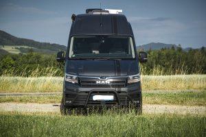 MAN TGE Frontansicht3 Front Bumper Mini Heki Satmax Flat Truma Klima Thule Markise – VR Motorhome 2022